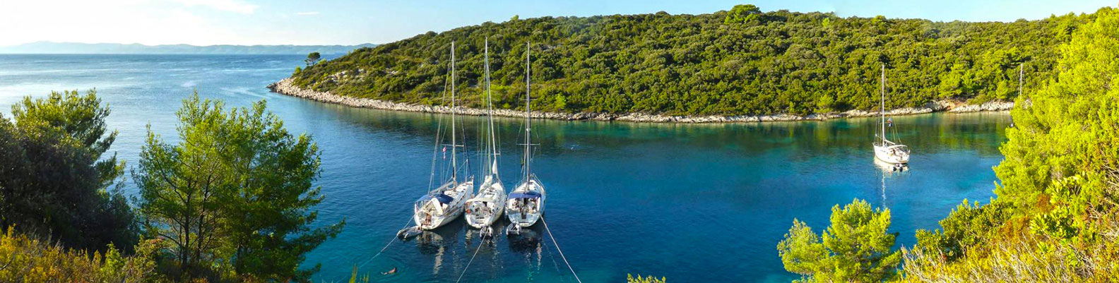 Sailing in Croatia, Turquoise bay