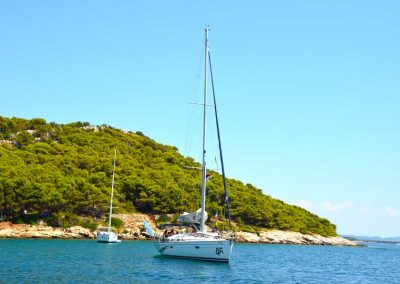 vrgada-yacht-anchored